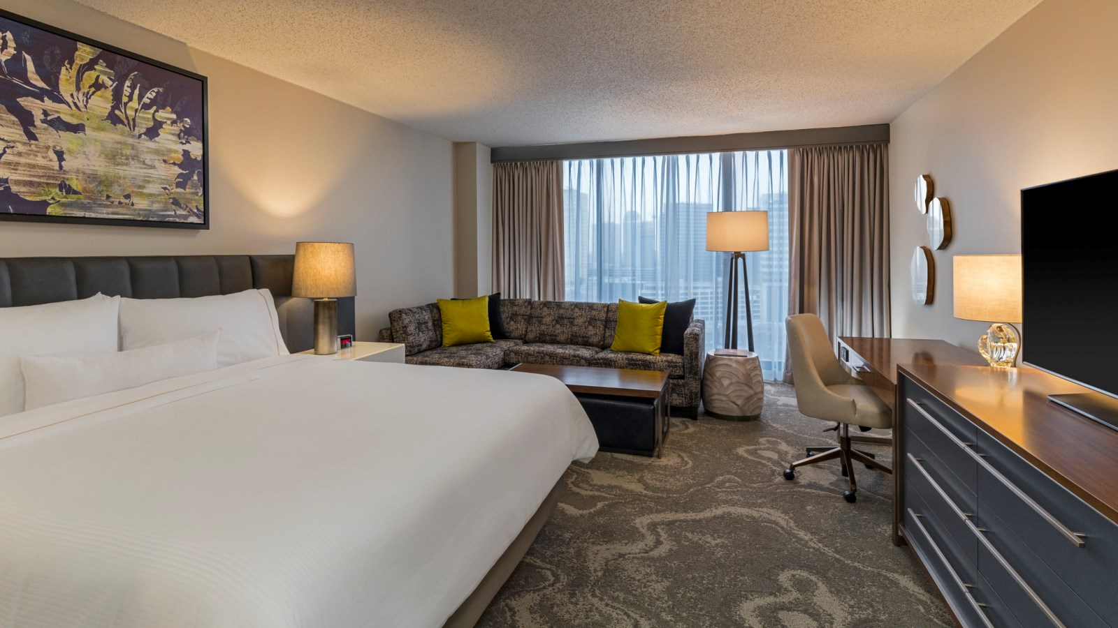 Deluxe King Room | The Westin Oaks Houston at the Galleria